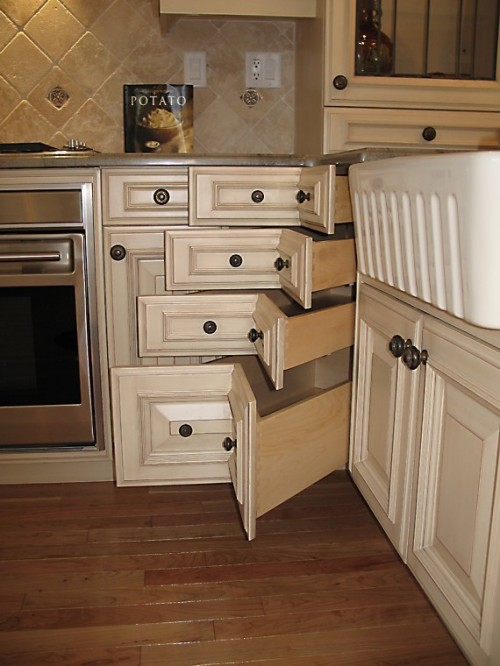 Corner drawers in bistro kitchen
