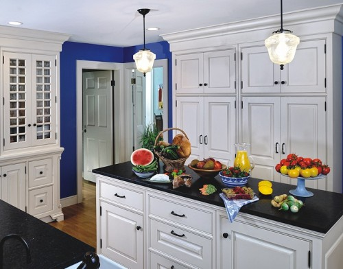 blue_traditional_kitchen_lg